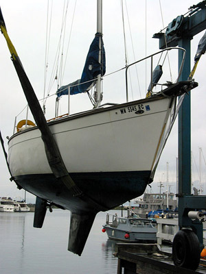 Sailboat out of water displaying keel